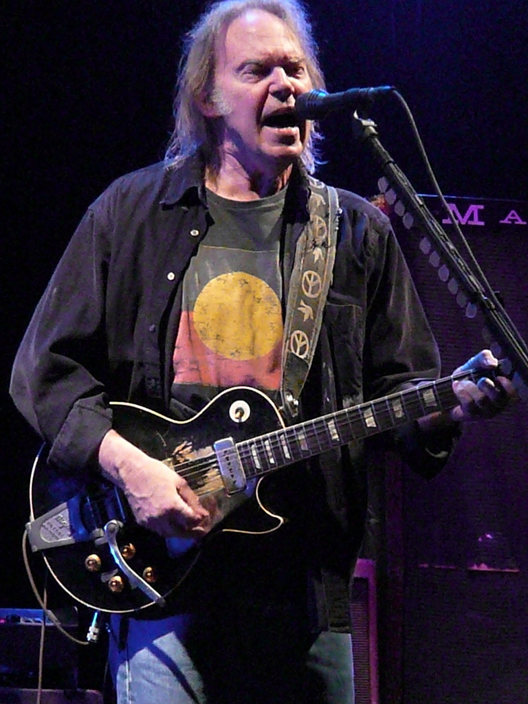 neil_young_in_nottingham_2009_(c)
